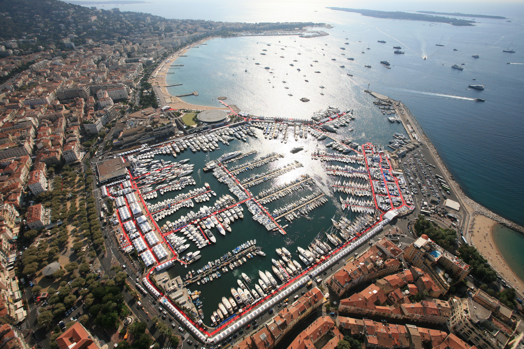 Discover the Cannes Yacht Show from your luxury Saint Tropez villa