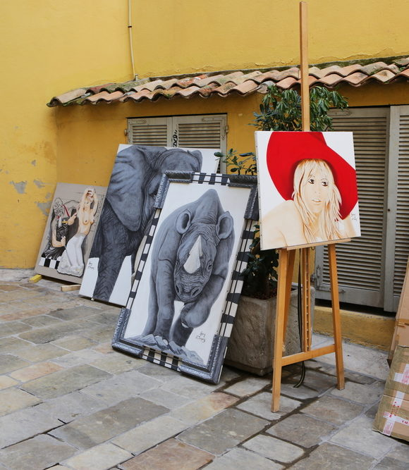 An antiques market not to miss: Jas des Roberts Saint Tropez