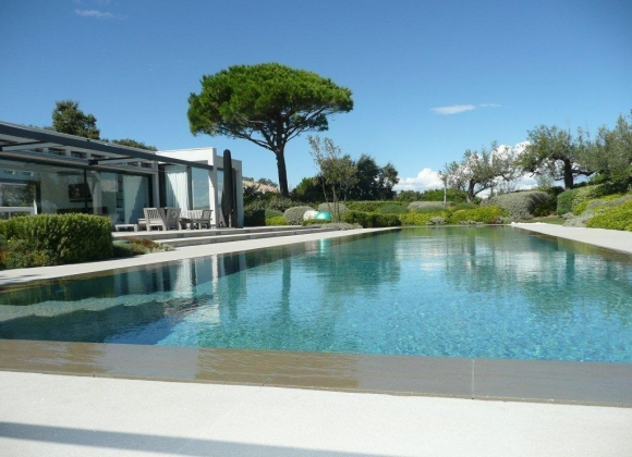 Luxury Villas a Pebble's Throw From Club 55