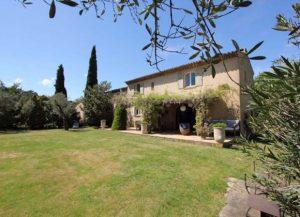 villas near Belieu vineyard Gassin