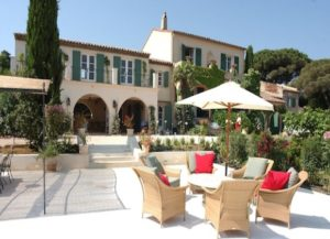 Pet-friendly rentals in St. Tropez: The charming neo-Provençal design of pet-friendly rental Villa Farigoule instantly wins people over, with its large green shutters and classic feature archways.