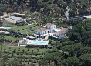 The aerial view of this St Tropez luxury rental displays its beautiful rooftop pool.