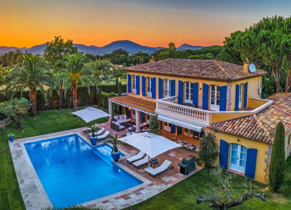 Escape To A Cosy Off-Season Let In St Tropez