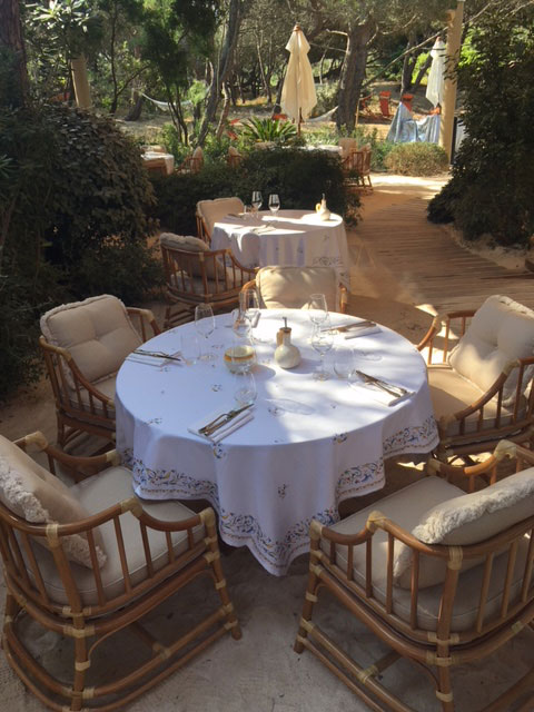 beach club st tropez dining area